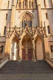 Ingång av kyrkan av St Anthony (1914) i Prague Royaltyfri Bild