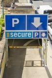 Ingång av säker parkering i Brisbane Arkivbilder