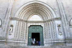 Ingång av San Fortunato i Todi, Italien Royaltyfri Bild
