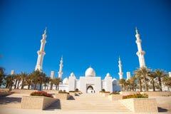 Ingång av Sheikh Zayed Moské i Abu Dhabi Fotografering för Bildbyråer