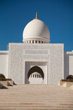 Ingång av Sheikh Zayed Moské i Abu Dhabi Royaltyfria Bilder
