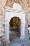 Ingång av St John Baptist Church i den Sirince byn, Izmir landskap, Turkiet Arkivfoton