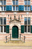 Ingång av stadshuset Naarden, Nederländerna fotografering för bildbyråer