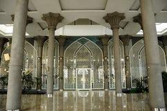 Ingång av Sultan Abdul Samad Mosque (KLIA-moskén) Royaltyfria Bilder