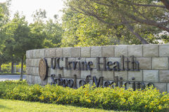 Ingång av UC Irvine Health School av medicin Royaltyfri Foto
