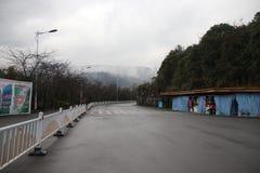 Ingång av Wulong Tiankeng tre broar, Chongqing, Kina Arkivbilder
