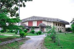 Ingång för gymnastiksal för tegelstenbyggnad royaltyfri foto
