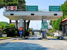 Ingång för italienareAutostrada huvudväg i Pompeii royaltyfria bilder