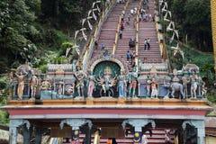 Ingång för staty för hinduisk gud ovannämnd av Batu grottor royaltyfri foto