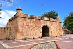 Ingång för västra sida av den koloniala staden av Santo Domingo Fotografering för Bildbyråer
