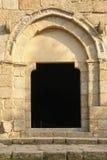 ingång Kyrkan av São Miguel gör Castelo Guimaraes portugal Royaltyfria Bilder