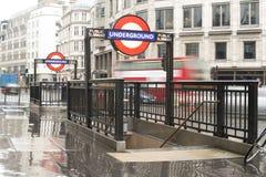 Ingång London för underjordisk station arkivbilder