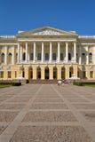Ingång och borggård framme av det ryska museet i summan Arkivfoton