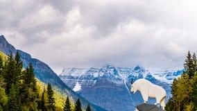 Ingång som monterar Robson Provincial Park Royaltyfria Bilder