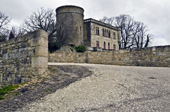 Ingång till abbotskloster av Saint-Michel i Maillezais royaltyfri fotografi