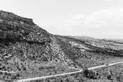 Ingång till Colorado den nationella monumentet i monokrom royaltyfri foto