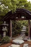 Ingång till de Okochi Sanso trädgårdarna arkivfoto
