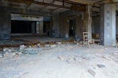 Ingång till den driftiga slotten av kultur, död övergiven spökstad av Pripyat, Tjernobyl uteslutandezon, Ukraina arkivfoton