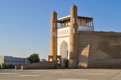 Ingång till den forntida citadellen i Bukhara 'tillflyktcitadell ', royaltyfri foto