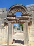 Ingång till den forntida synagogan Fotografering för Bildbyråer