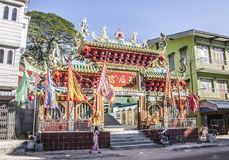 Ingång till den kinesiska templet Royaltyfri Fotografi