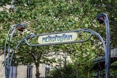 Ingång till den Paris tunnelbanagångtunnelen Arkivfoton