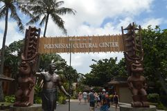 Ingång till den Polynesian kulturella mitten royaltyfri bild