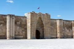 Ingång till den Sultanhani caravansaryen på den siden- vägen Royaltyfria Bilder