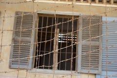 Ingång till den Tuol Sleng fängelsecellen Arkivfoto