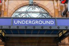 Ingång till den underjordiska drevstationen, London Fotografering för Bildbyråer