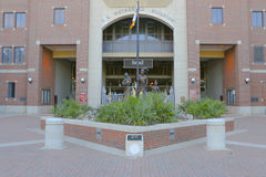 Ingång till det Doak Campbell Stadium hemmet av FSU-Seminolesfotbollslaget Royaltyfri Bild