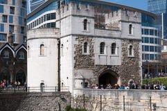 Ingång till det London tornet, England, Förenade kungariket Royaltyfri Foto