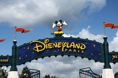 Ingång till Disneyland Paris arkivbild