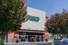 Ingång till en av grodd`-supermarken som lokaliseras i Silicon Valley Fotografering för Bildbyråer