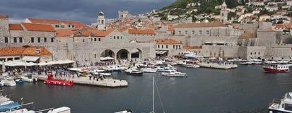 Ingång till en Dubrovnik marina Royaltyfri Bild