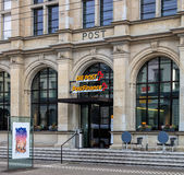 Ingång till en schweizisk stolpe - kontor i Winterthur, Schweiz Royaltyfria Bilder