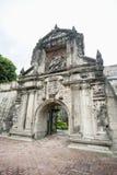 Ingång till fortSantiago i det Intramuros, Manila, Filippinerna royaltyfria bilder