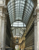 Ingång till Galleria Vittorio Emanuele II i Milan, Italien Royaltyfria Bilder