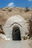 Ingång till grotta-boningen av grottmänniska-Berbers arkivfoto