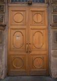 Ingång till huset, dörrar royaltyfria foton