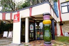 Ingång till kafét på huvudvägen Wien-Italien Studio ljus bakgrund Royaltyfria Foton