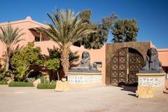 Ingång till Kartbok Korporation studior Ouarzazate Yttersida Maroc arkivfoton