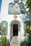 Ingång till klockatornet i kloster av St George i Pomorie, Bulgarien Arkivbild