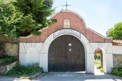 Ingång till kloster av St Nicholas i Bulgarien royaltyfria bilder