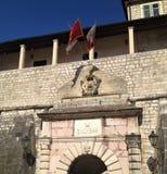 Ingång till Kotor den gamla staden i Montenegro arkivfoton
