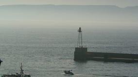 Ingång till Marseille port stock video