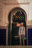 Ingång till moskén marrakesh morocco Arkivfoto