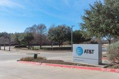 Ingång till PÅ T-utbildningsuniversitetsområdet i Irving, Texas, USA Arkivbilder