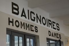 Ingång till pölen på den Piscine konstmuseet för La och bransch, Roubaix Frankrike arkivbilder