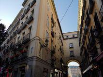 Ingång till Plazaborgmästaren, huvudsaklig fyrkant, Madrid, Spanien royaltyfri fotografi